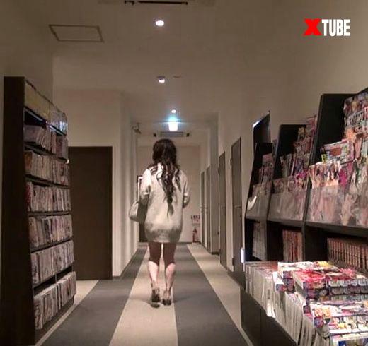 男娘動画 CDマキが勃起した陰茎クリトリスで廊下を歩く